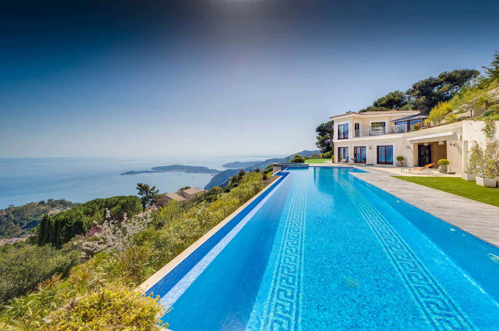 EZE - LUXURIOUS PROPERTY FOR RENT