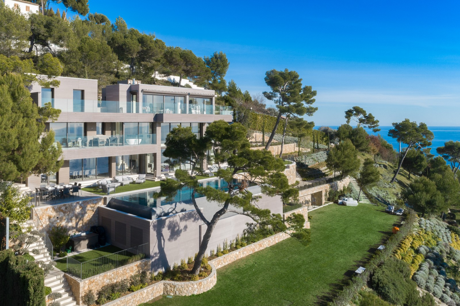 EZE - AMAZING PROPERTY FOR SALE